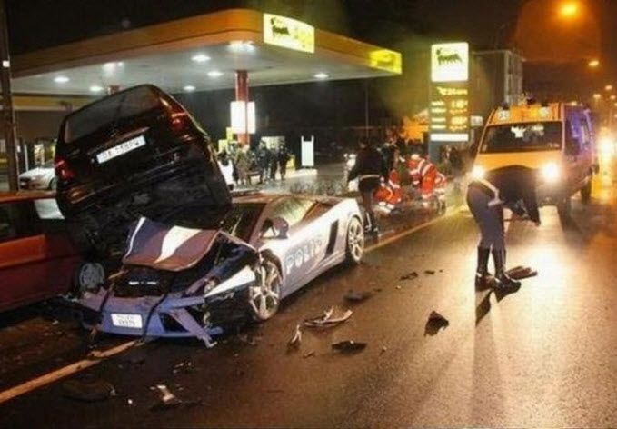 Lamborghini-car-crash