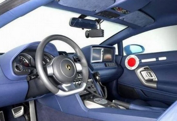Lamborghini-car-for-police-interior
