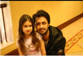 Atif-aslam-family-photo-in-lahore-Pakistan