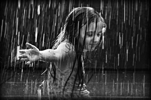 Hopeless-girl-in-rain-photography