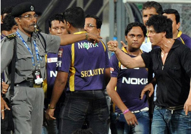 Shahrukh-Khan-fight-with guards-at-IPL-match-Amid Wankhede Stadium India