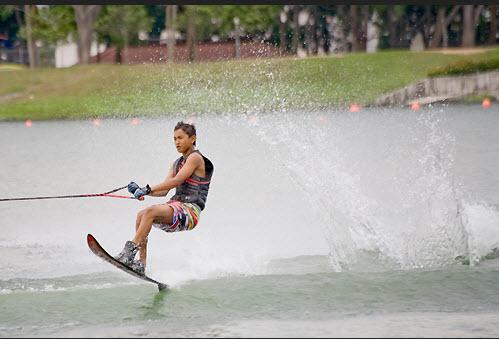 summer-vacations-fun-idea-at-beaches-water-skating