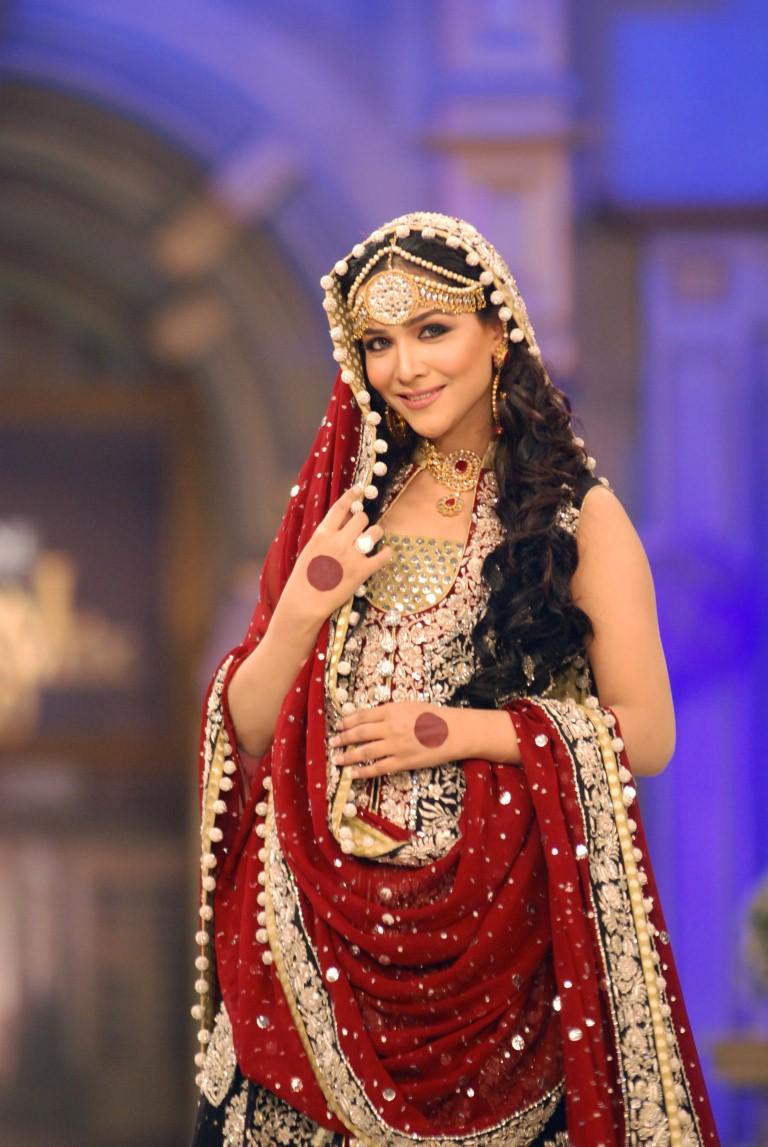 Humaima-Malik-wears-zainab-sajid-Bridal-Couture