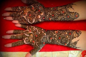Latest-Mehndi-design-for-hands-on-eid-2012