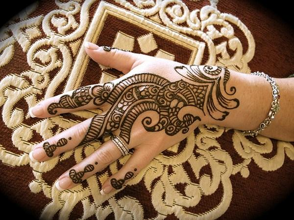 Mehndi-Designs-for-hands-on-Eid-2013
