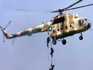 pakistani-army-jump-from-helicopter