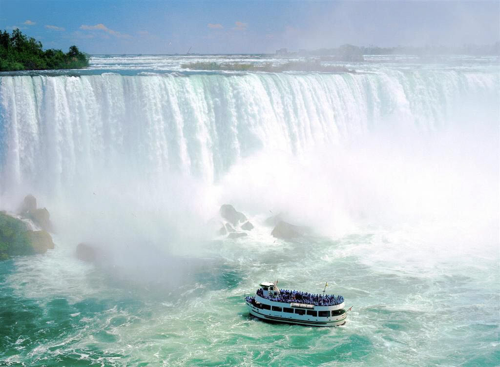 Niagara-Falls-Ontario-Canada-Romantic-Couple-images-2012-2013