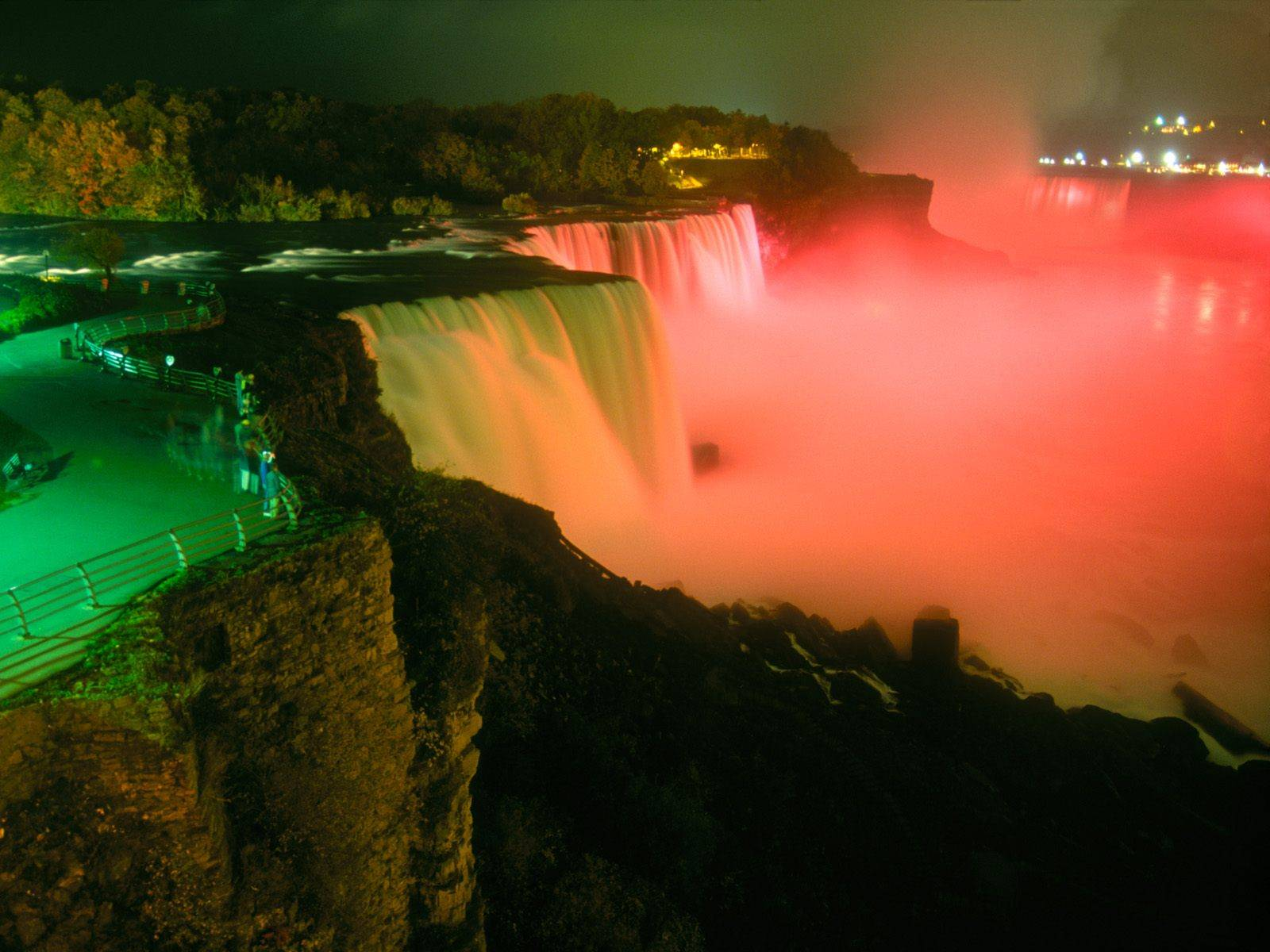 Niagara-Falls-at-Night-Romantic-view-2012-2013