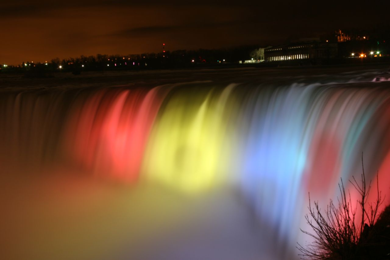 Niagara_Falls_Ontario_Canada_Colorful-Lighting-Photography-wallpaper