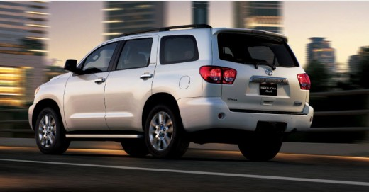 2013-toyota-sequoia-car-model-exterior-Look-back-light