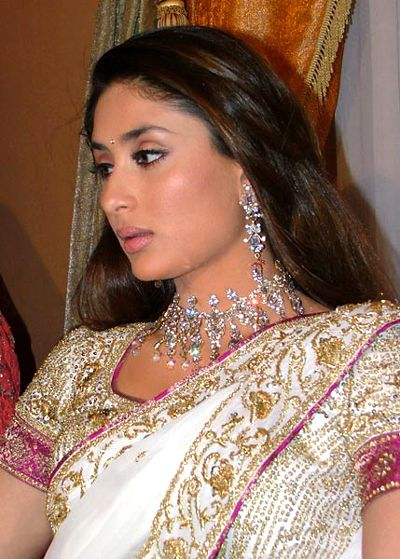 kareena-kapoor-wedding-mehndi-mayo-wedding-dress-2012-picture