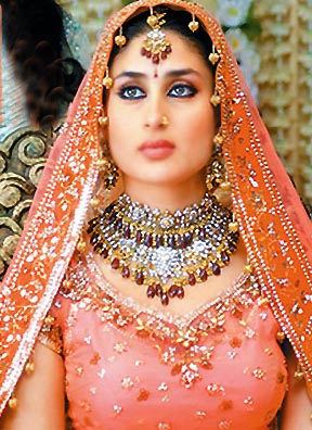 latest_kareena_kapoor_wedding-lehenga-picture-2012