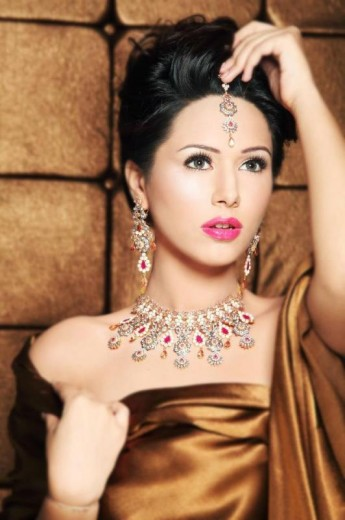 Ayyan-Ali-Hot-Bridal-Jewellery-Photo-Shoot-2013-New-Fashion-Collection