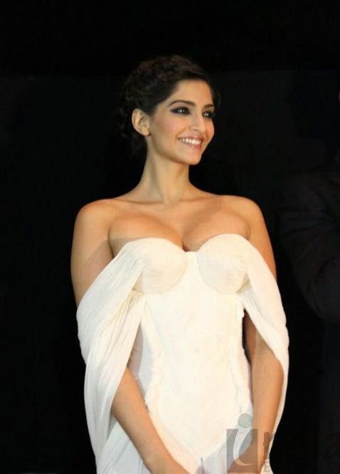 most attractive woman in the bollywood 2013