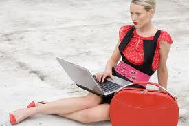 stylish-handbag-for-apple-tablet-acer-hp-laptop-2013