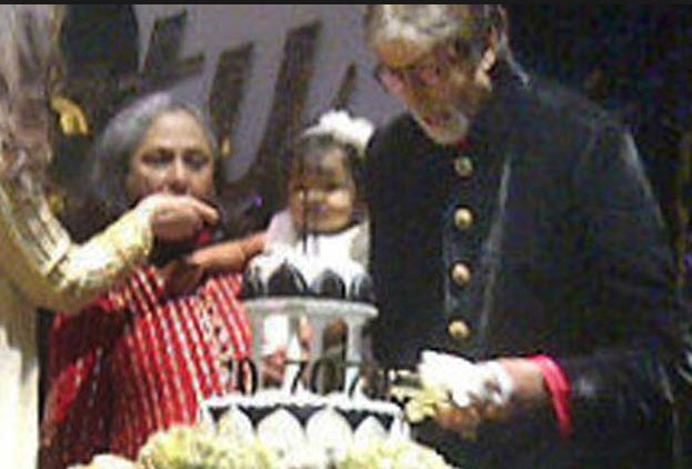 Aaradhya-Bachchan-with whole family picture at brithday
