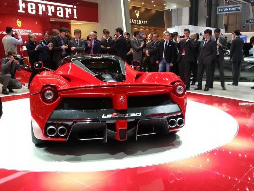 Beautiful-La-Ferrari-HD-widescreen-wallpaper