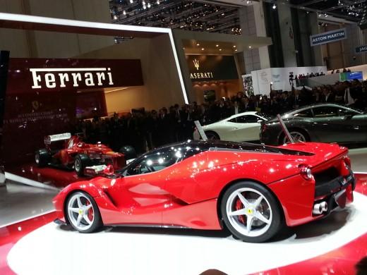 La-Ferrari-Price in UAE-USA-Pakistan-India-Singapore