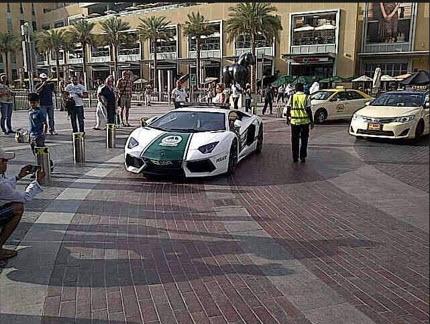 Lamborghini-Avantador-Dubai-Police-car-2013 2014 wallpaper