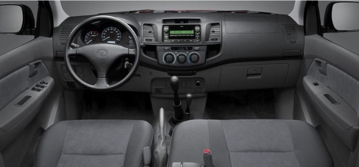 Latest-Toyota-Hilux-2014-Dashboard-interior-color-picture-