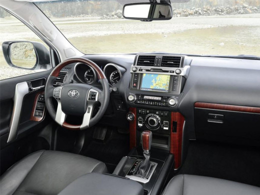interior-view-landcruiser-2014-2015-picture